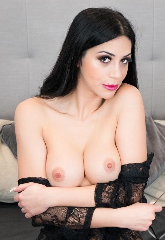 Julia De Lucia